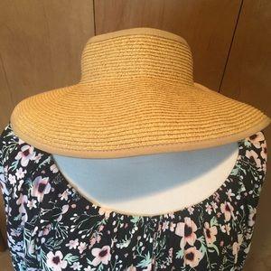Packable beach visor- adjustable velcro strap